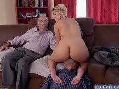 Gina wild masturbiert