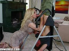Nach dem Training genialer Blowjob von Milf Julia Ann